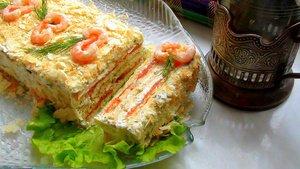 """Закусочный """"Наполеон"""" с копченым лососем и печенью трески"""