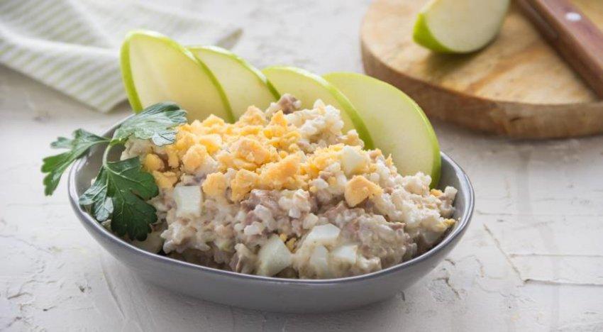 Рецепт салата из печени трески и яиц